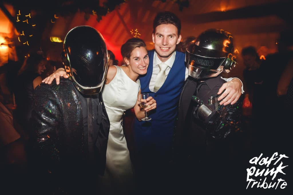 How to choose your evening Wedding Entertainment?