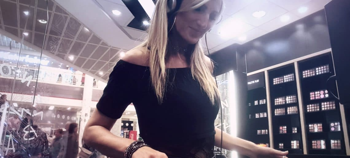 DJ Zoe – Professional Female DJ for Events