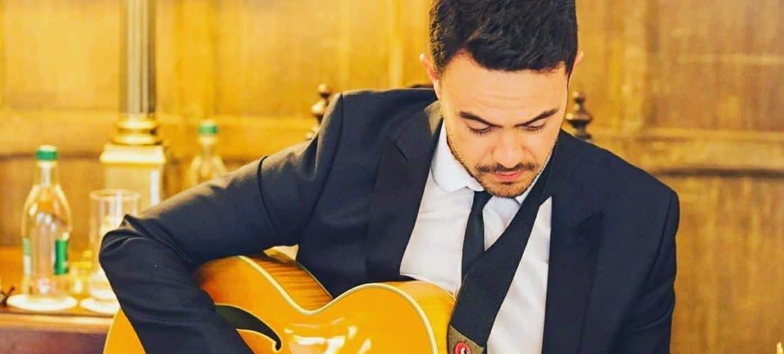 Charlie Moon Jazz Singer & Guitarist
